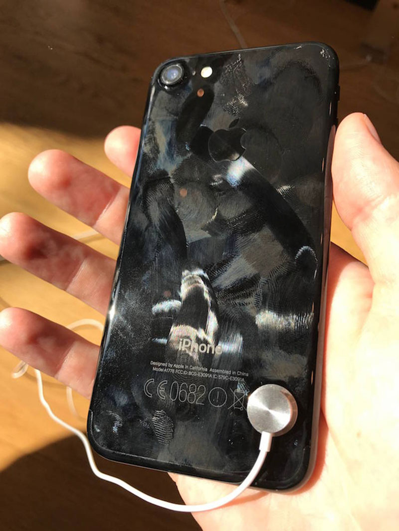 iPhone 7 Jet Black bám vân tay