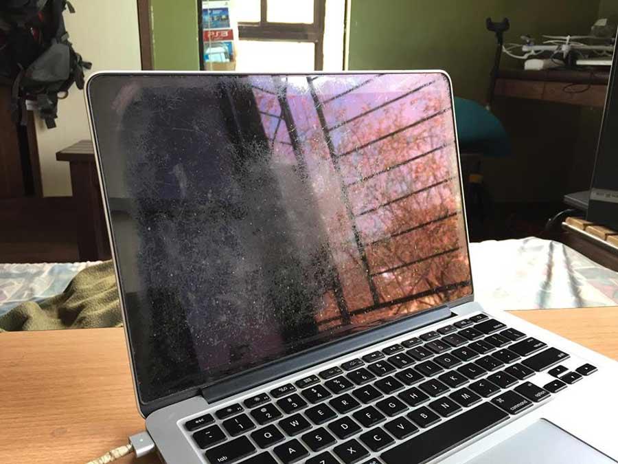 macbook màn hình retina bị tróc lớp chóng loá